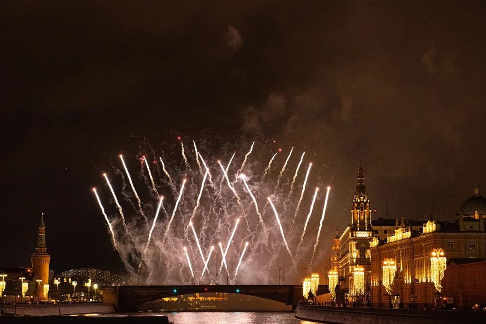 "Новогодняя ночь на теплоходе ""Рио-4"" с программой ""Дед Мороз против Санта Клауса"""